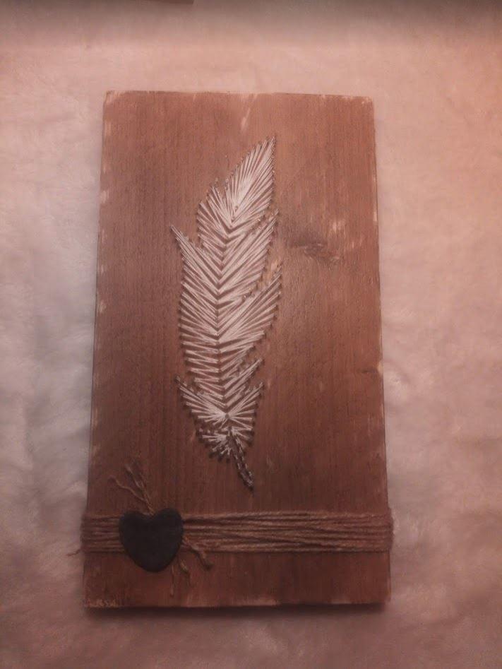"String-art - ""Feather"" op steigerhout"