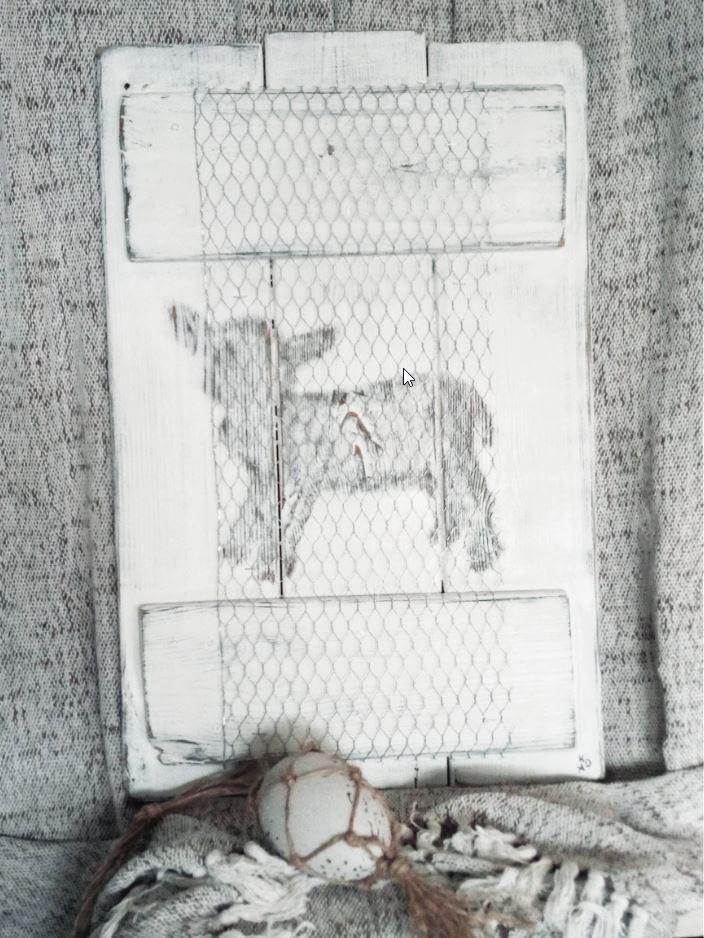Deco-bord - Pasen lammetje gemaakt van schuttinghout in landelijke stijl. Bord is voorzien van kippengaas en afbeelding van een lammetje