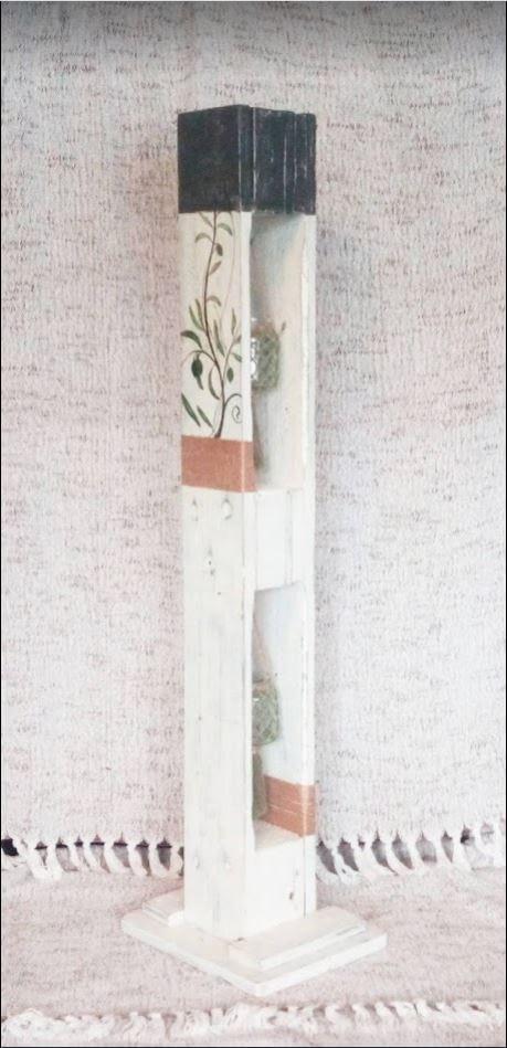 """Houten etage windlicht op voet (groot) met 2 windlichten van pallethout geheel in de """"Beach House"""" stijl. Voorzien van olijftakken"""