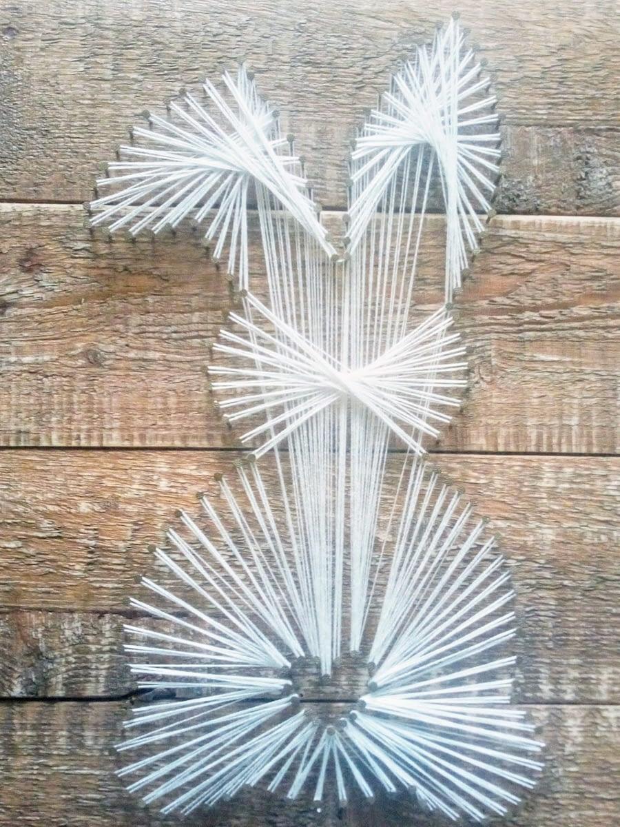 String-art in de vorm van een (paas)konijntje