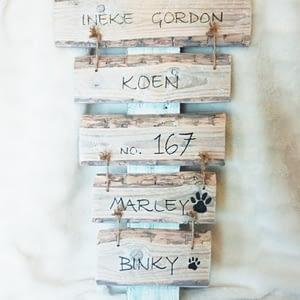 Huisnummerbord 167 hout m,et tekst